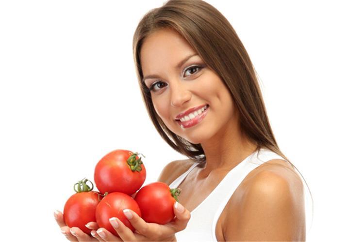 فوائد الطماطم للوجه محاربة التجاعيد وحماية من سرطان الجلد