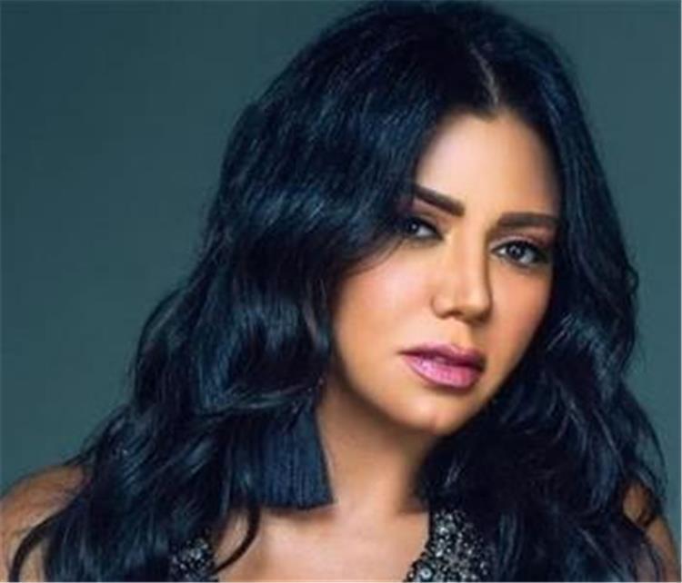 رانيا يوسف تهاجم متابع بشدة أنت مثير للمرض ومحتاج تتعالج ما الحكاية