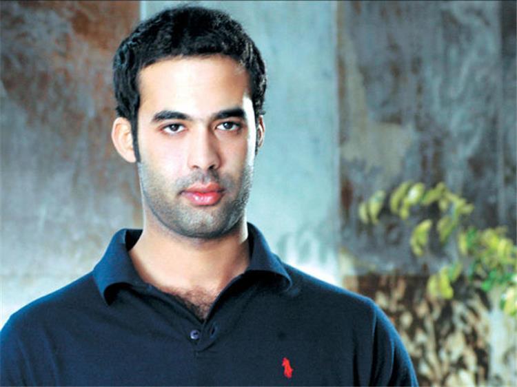 صديق هيثم أحمد زكي يكشف سر شكه بأنه على قيد الحياة اثناء الغسل