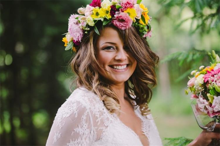 تاج الورد الملون أحدث صيحات اكسسوارت الشعر لعروس 2020