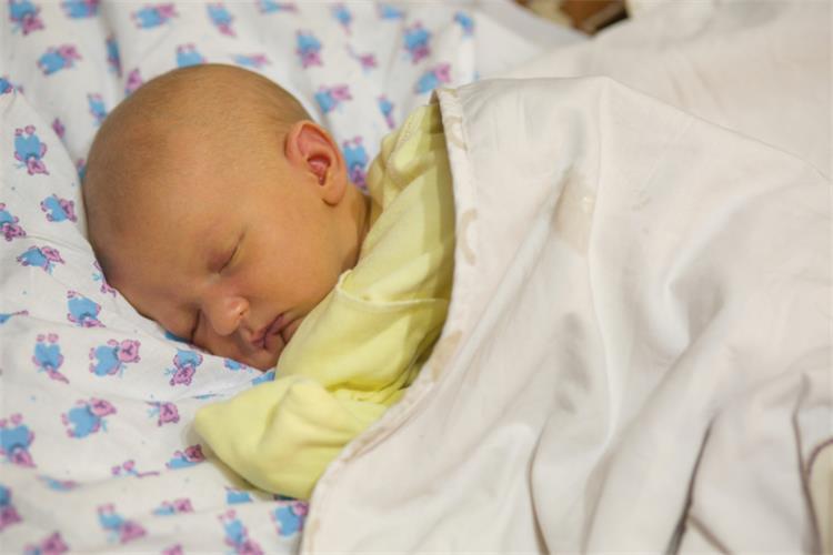 علاج الصفار عند الاطفال الرضع بالثوم