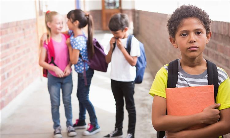 هكذا تعرفين أن طفلك يتعرض لمضايقات أو اعتداءات في المدرسة