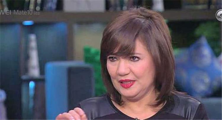 عايدة رياض تبكي بحرقة في مهرجان الفضائيات العربية بسبب هذه الممثلة ما الحكاية