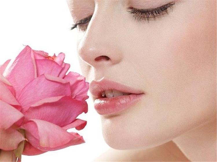 9 نصائح للحصول على شفايف وردية طبيعية