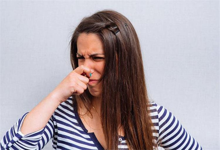 كيفية التخلص من رائحة الفسيخ والرنجة من اليدين 7 طرق مجربة