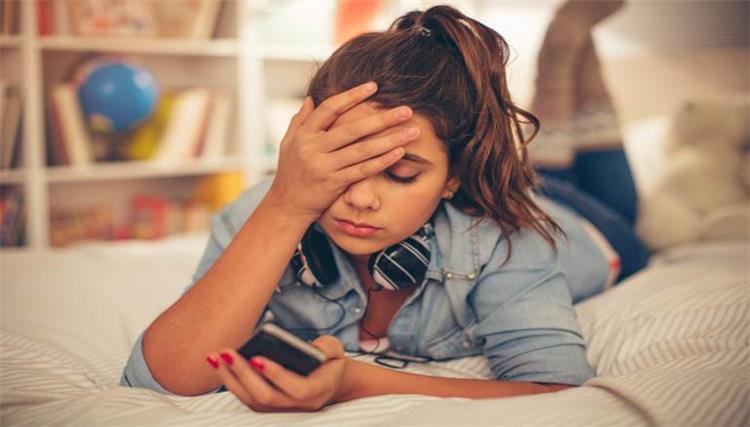 3 مخاطر لاستخدام وسائل التواصل الاجتماعي على الأبناء
