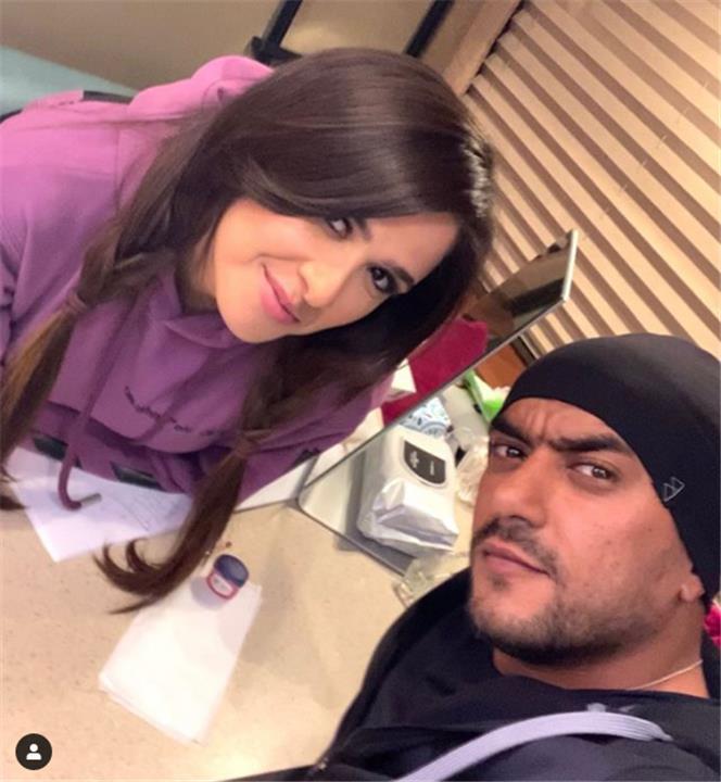أحمد العوضي يتغزل في ياسمين عبد العزيز أثناء ممارستها الرياضة والجمهور ينتقد أسلوبه