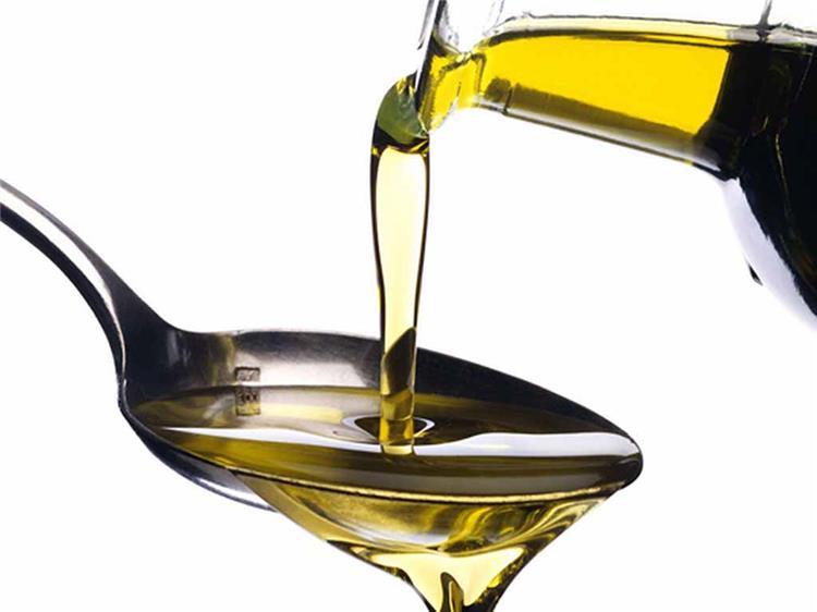 فوائد وطريقة تقطير زيت الزيتون في الأنف