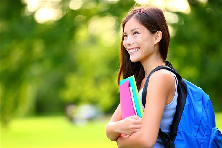 9 خطوات سهلة لعمل مكياج بسيط ومناسب للجامعة