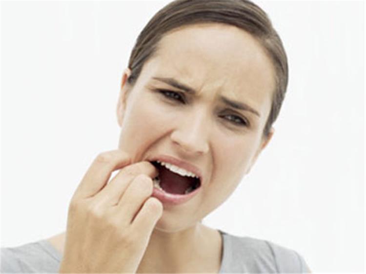 6 عادات خاطئة تتسبب في تدمير الأسنان واللثة
