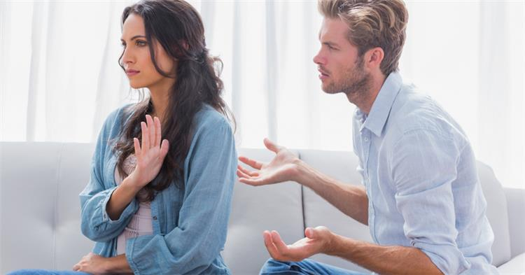 تجنبي إشراك تلك الصديقات في خلافاتك العاطفية
