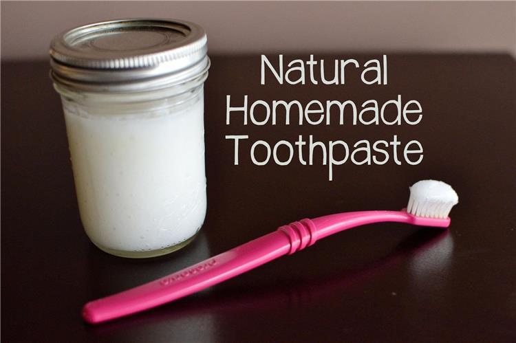 طريقة عمل معجون الأسنان في البيت