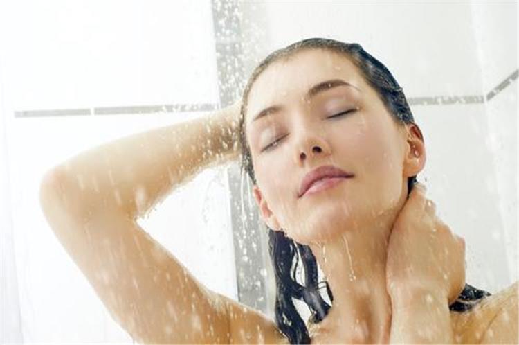5 أماكن نظفيها جيد ا خلال الاستحمام