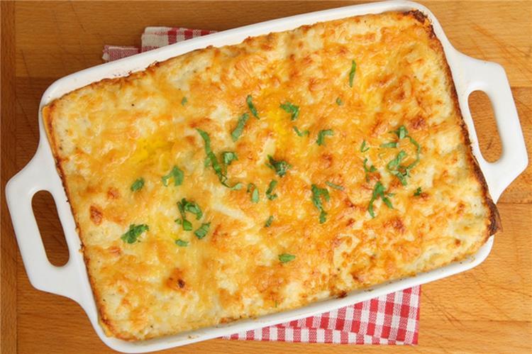 منيو غداء اليوم طريقة عمل صينية أرز بالجبن وسلطة الفتوش