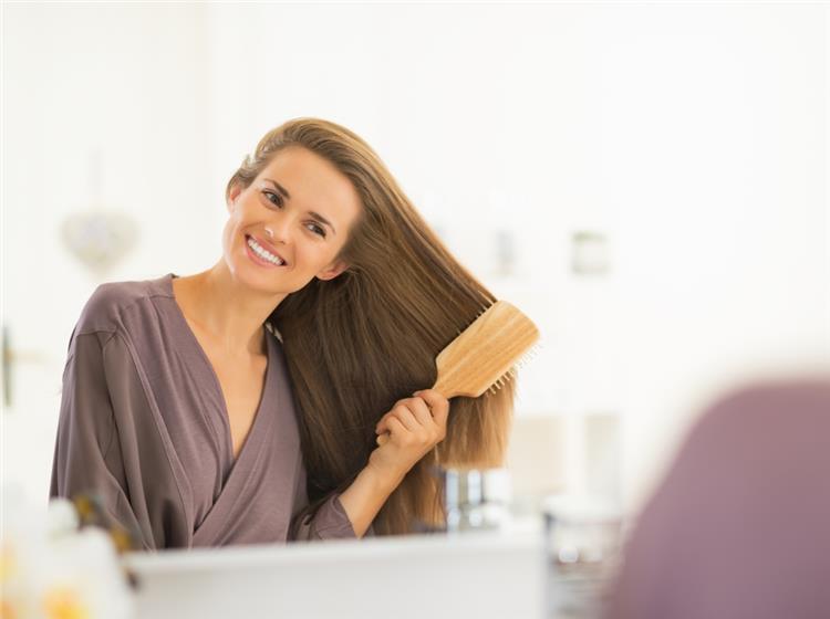 4 بدائل لتنظيف الشعر وغسله بدون ماء