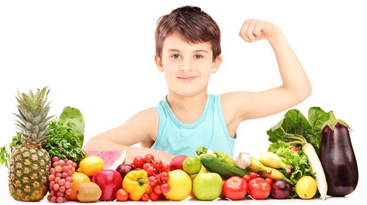 فوائد الفاكهة للأطفال تقلل الإمساك وتنمي الذكاء