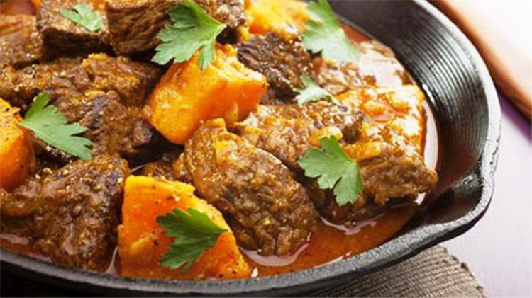 طاجن اللحم بالبطاطس في الفرن على الطريقة المغربية لسفرة رمضانية شهية