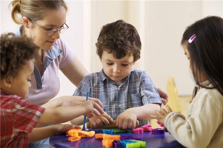 كيفية تنمية ذكاء الطفل في سن 8 سنوات