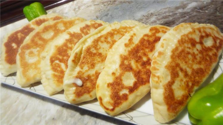 منيو غداء اليوم طريقة عمل فطائر الطاسة وسلطة الحاتي