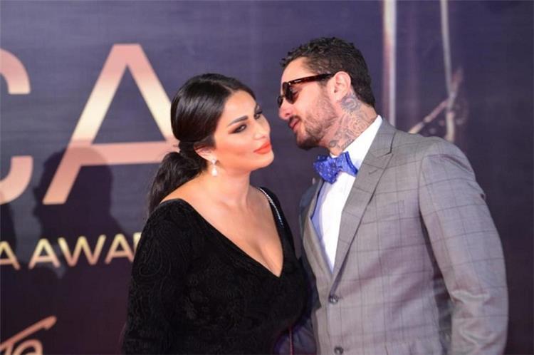 تعليق غريب من متابعة لأحمد الفيشاوي بعد قبلاته لزوجته بمقطع الفيديو الأخير
