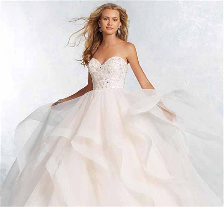ما الذي عليك ارتداؤه تحت فستان الزفاف