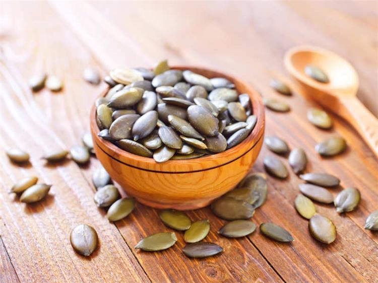 13 فائدة صحية لبذور اليقطين التي يدعمها العلم