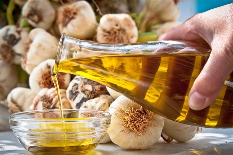 فوائد زيت الزيتون مع الثوم للصحة والشعر