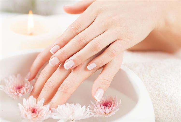 تبييض اليدين بالنشا 4 وصفات للحفاظ على جمال يديك