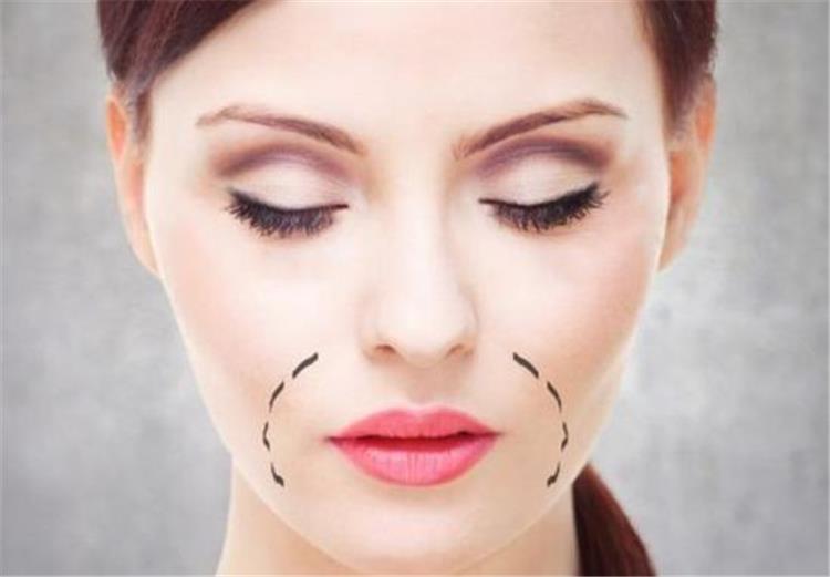 4 وصفات طبيعية للتخلص من المناطق الداكنة حول الفم