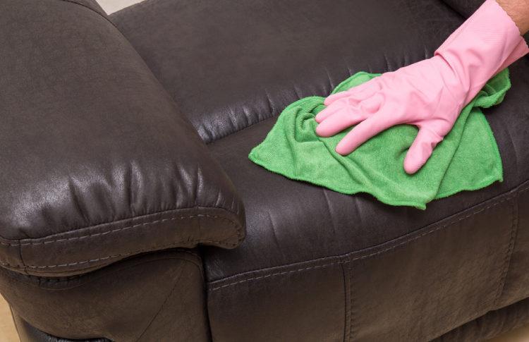 6 طرق لتنظيف المفروشات الجلدية