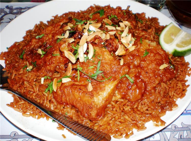 منيو غداء اليوم طريقة عمل سمك بالصلصة وأرز الصيادية
