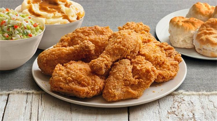 منيو غداء اليوم ستربس الدجاج وسلطة كول سلو