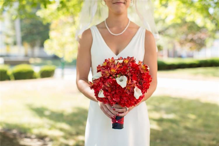 أفكار لاستخدام بوكيه ورد الزفاف في ديكور منزل العروس