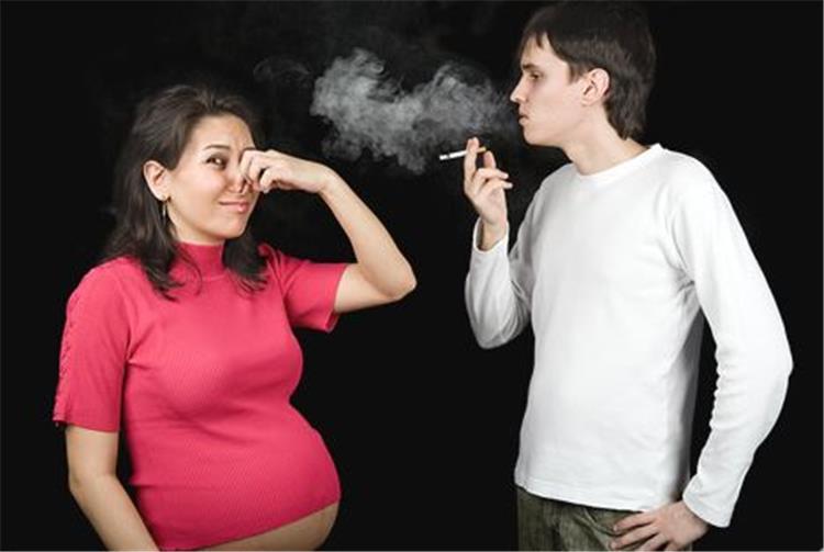 أضرار التدخين السلبي على الحامل