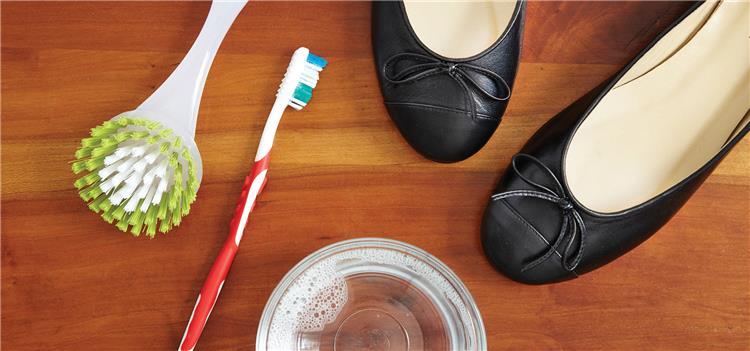 طرق تنظيف الأحذية بمختلف أنواعها حافظي عليها لفترة طويلة