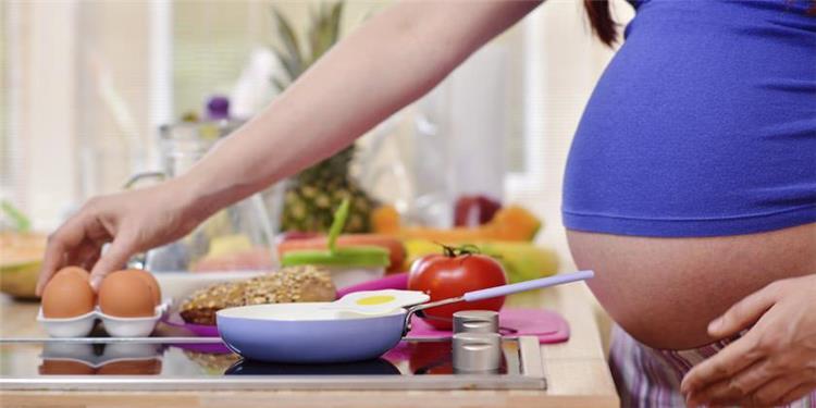 8 مشروبات و13 صنف من الأطعمة الممنوعة على الحامل للحفاظ على صحة الجنين