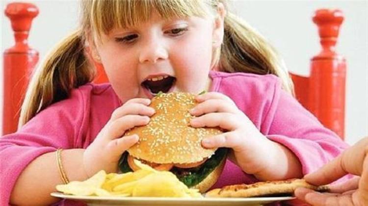10 مخاطر لسمنة الأطفال وأسبابها وأفضل طرق العلاج