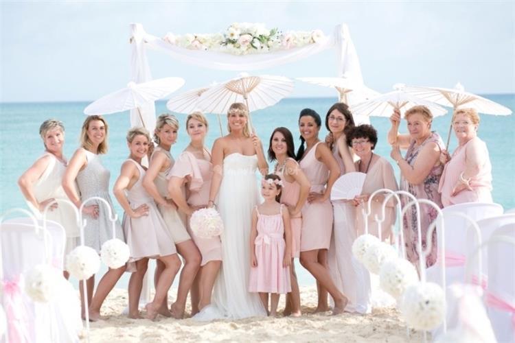 11 نصيحة لاختيار ملابس مناسبة لحضور حفل زفاف على البحر