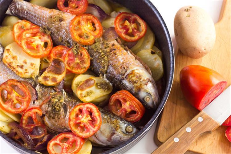 طريقة تحضير صينية سمك بالبطاطس للتجديد من وجبة الغداء