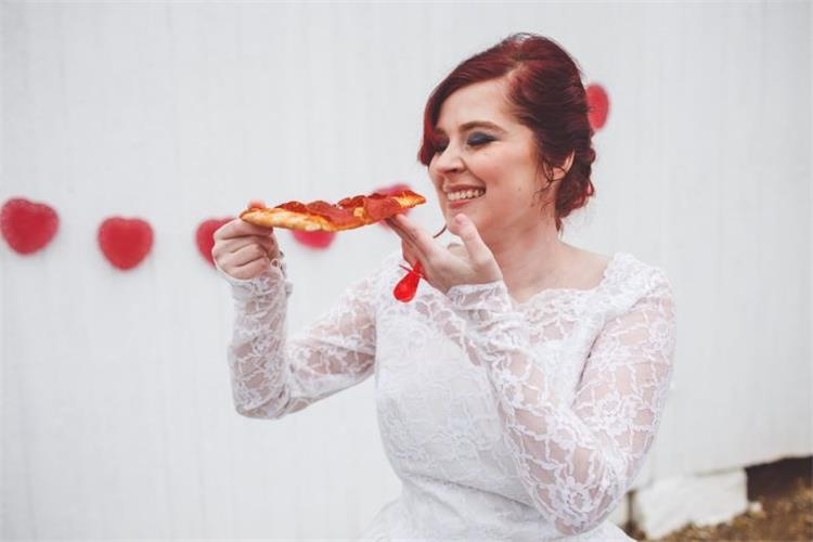 أطعمة لا تتناوليها قبل يوم الزفاف