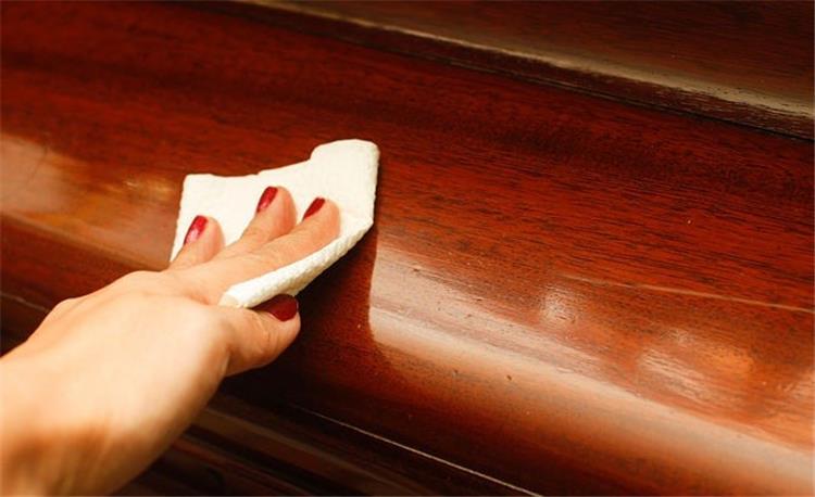 3 طرق لعمل ملمع للخشب في المنزل بكل سهولة