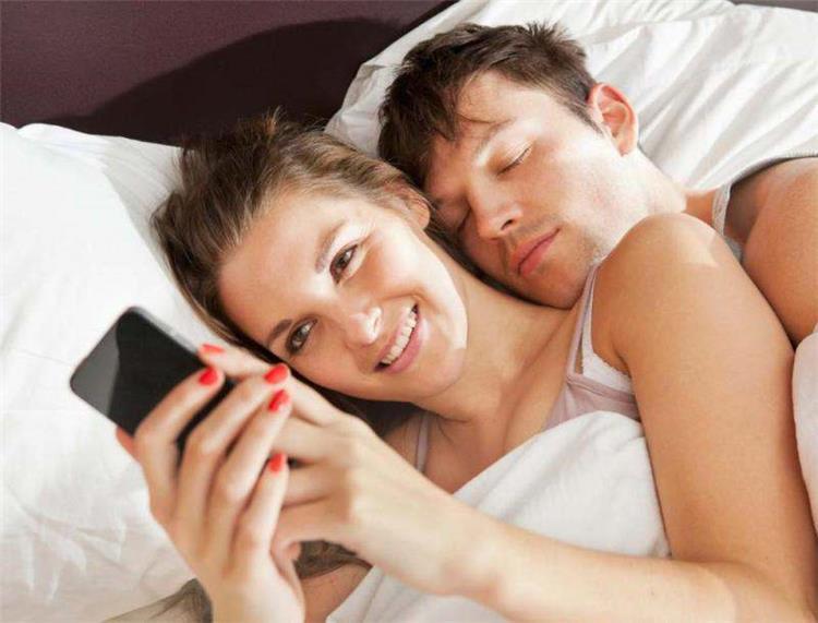 أسباب قد تدفع الزوجة للوقوع في فخ الخيانة
