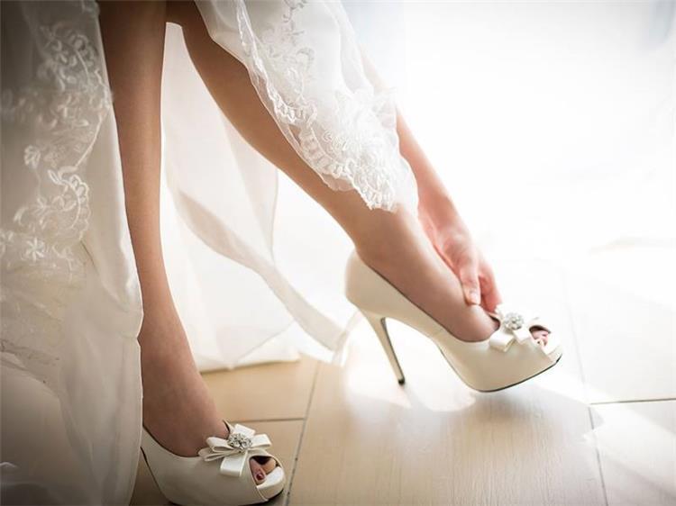 5 خطوات لتجنب ألم الكعب العالي أثناء حفل الزفاف