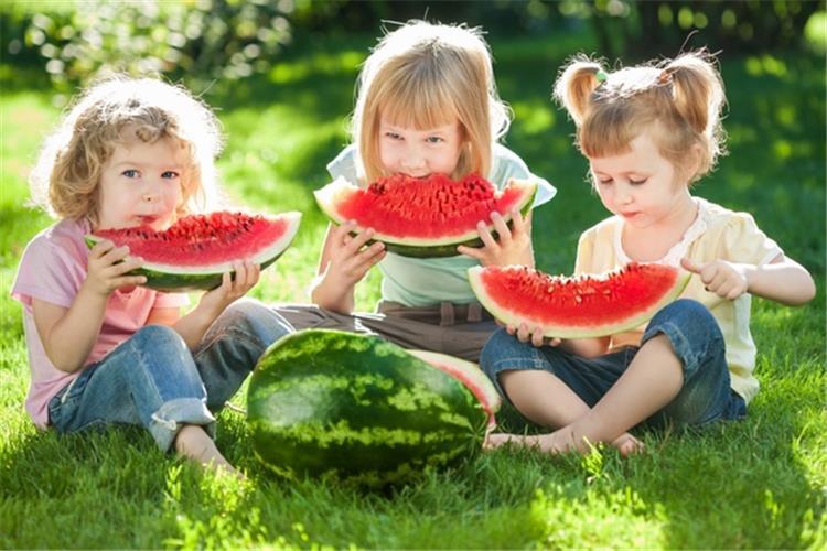 6 أسباب تجعل البطيخ الفاكهة المناسبة لطفلك