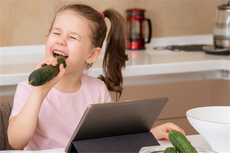 فوائد الخيار للأطفال علاج فعال للإمساك ومسكن للآلام