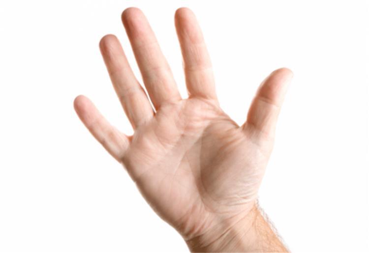 شخصيتك من كف يدك ماذا يعني شكل الأصابع والمسافة بينهم