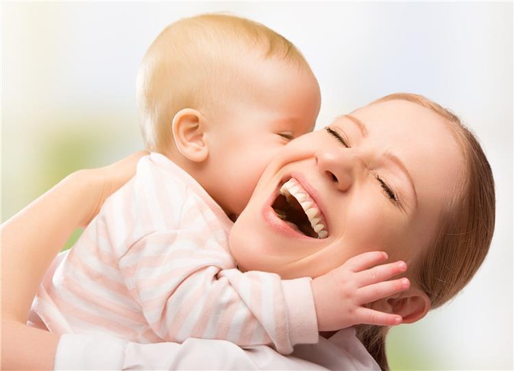 5 علامات لحب الرضيع وتعلقه بك