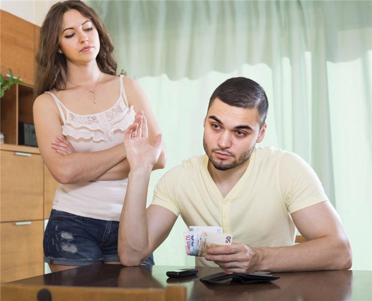 7 علامات تؤكد أنانية شريك حياتك