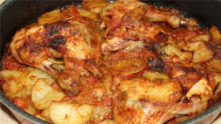 منيو غداء اليوم طريقة عمل صينية البطاطس بالفراخ وارز بالشعرية
