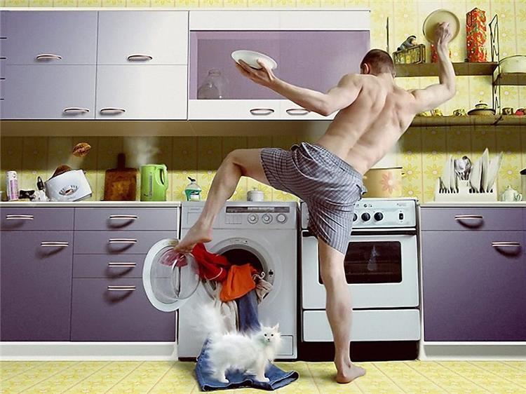 5 حيل لإقناع الزوج بمساعدتك في أعمال البيت